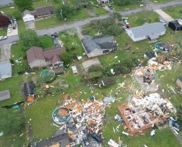 Десятки погибших людей и сотни разрушенных зданий – последствия мощного торнадо в США