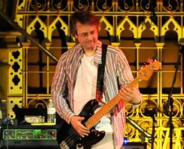 Бас-гитарист Мэттью Селигман, игравший с Дэвидом Боуи, умер от коронавируса