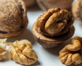 Пакистанец побил рекорд Гиннеса, расколов локтем 256 грецких орехов