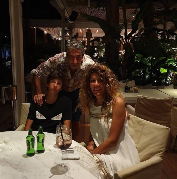 Эркан Петеккая с семьей