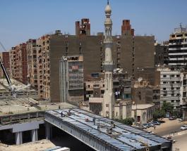 Потрогать дорогу рукой с балкона: в Египте строят эстакаду в полуметре от жилых домов