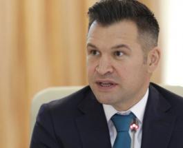 Вот это казус: министр спорта Румынии забыл надеть штаны перед прямой трансляцией — видео