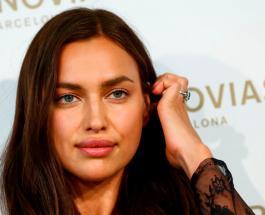 """Пилатес по """"скайпу"""" и отказ от макияжа: модель Ирина Шейк рассказала о своей самоизоляции"""