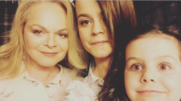 Лариса Долина с семьей