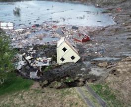 8 жилых домов ушли под воду в Норвегии из-за оползня: момент смещения земли попал на видео
