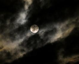 Лунное затмение 5 июня повлияет на всех: предупреждение для каждого знака Зодиака