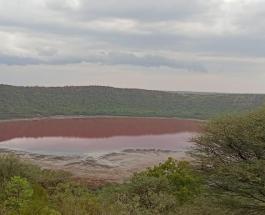 Загадка для ученых: в 50 000-летнем индийском озере внезапно покраснела вода