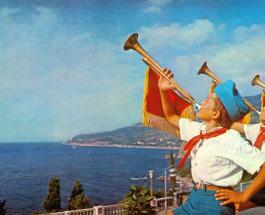 """95 лет назад открылся """"Артек"""": Владимир Винокур поздравил здравницу пионерским фото"""