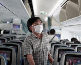 Пассажира самолета сняли с рейса за отказ надеть медицинскую маску