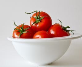 Полезные маски для лица с помидорами помогут сделать кожу здоровой и сияющей