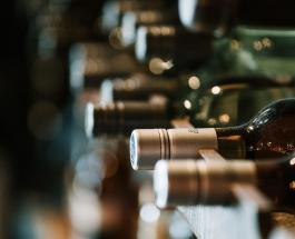 Франция будет производить антисептики из вина, которое не удалось продать во время пандемии
