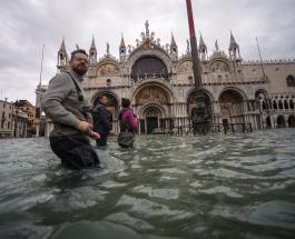 Жители Венеции наблюдают очень редкое явление – сильное наводнение в июне: видео