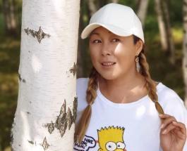 Анита Цой в детстве: певица поделилась архивными кадрами в день рождения мамы