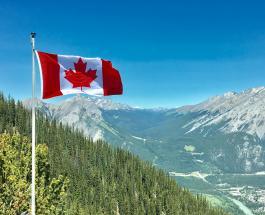 Автобус с туристами перевернулся в горах Канады: погибли три человека