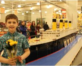 """10-летний мальчик с аутизмом построил точную копию """"Титаника"""" из конструктора LEGO"""