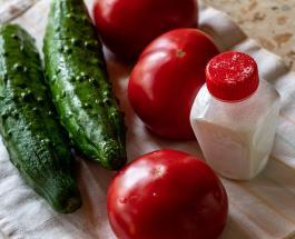 Кулинарные хитрости: какие продукты нужно солить до приготовления, а какие – после
