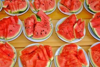 Как красиво порезать арбуз: 5 разных вариантов подачи на стол вкусной ягоды