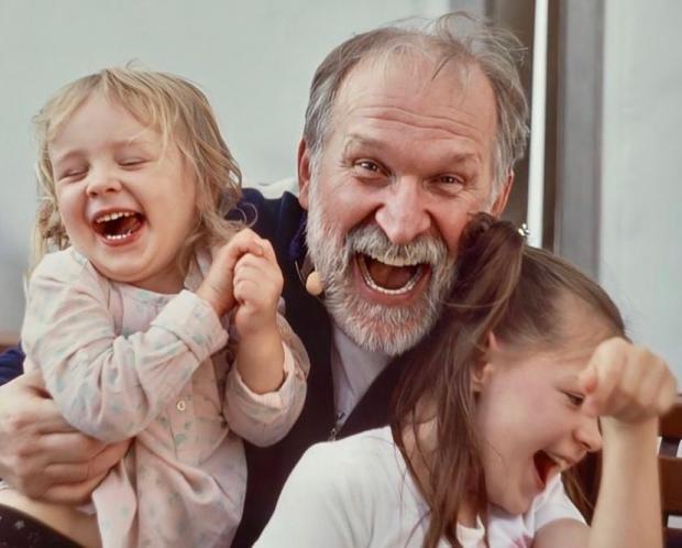 Федор Добронравов с любимыми внучками
