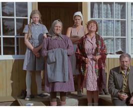 """Юлия Меньшова показала на фото дом в котором снимался фильм """"Любовь и голуби"""""""