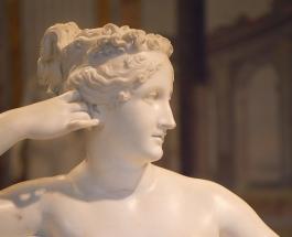 Турист повредил 200-летнюю мраморную скульптуру позируя для фото