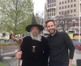 Житель Новой Зеландии ставший официальным городским волшебником ищет преемника