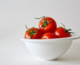 10 полезных свойств красных помидоров: использование томатов в быту и косметологии