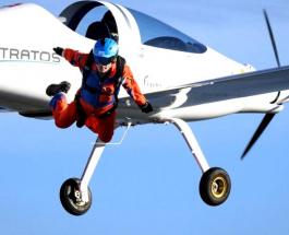 Мировая премьера: парашютист впервые прыгнул с самолета работающего на солнечной энергии