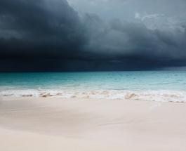 """На побережье США обрушился ураган """"Лаура"""": стихии присвоили четвертую категорию опасности"""