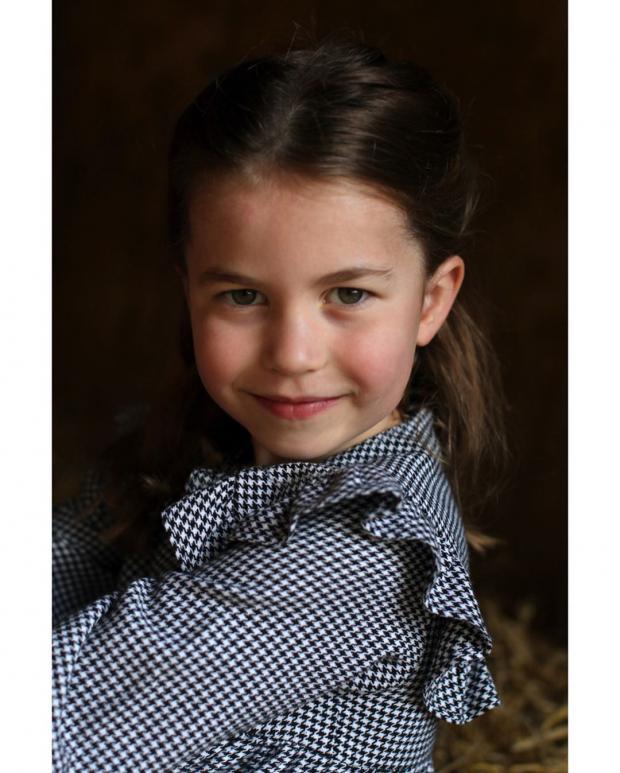 Принцесса Шарлотта в клетчатом платье