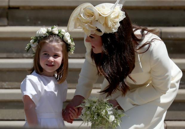 Принцесса Шарлотта и Кейт Миддлтон в белых платьях