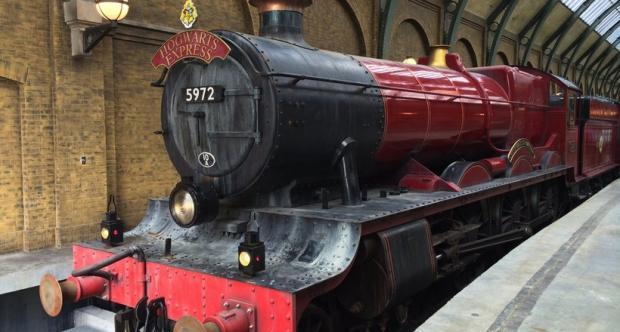 Хогвартс экспресс поезд на платформе