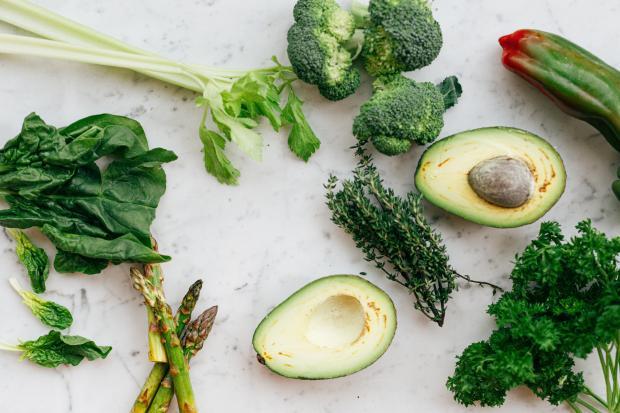 зеленые овощи авокадо шпинат цукини