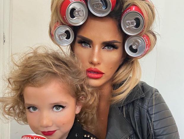 Кэти Прайс с дочкой
