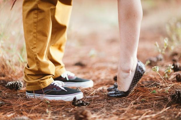 ноги влюбленной пары