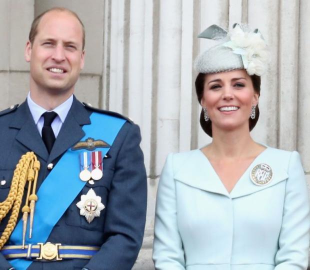 Принц Уильям и Кейт Миддлтон на балконе Букингемского дворца