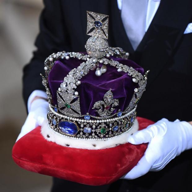 Роскошная корона королевы Елизаветы II