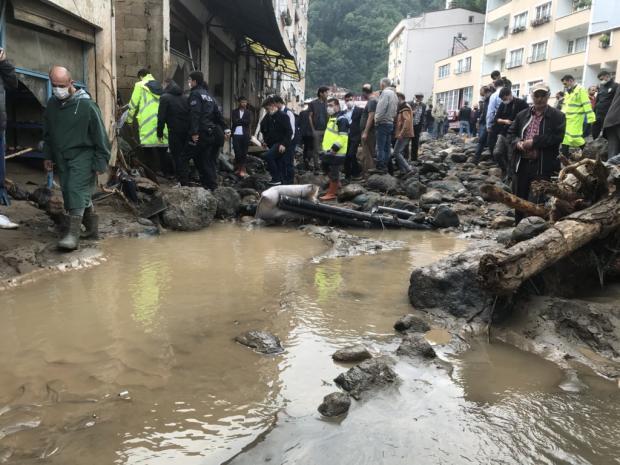 Затопленная улица в турецком городе