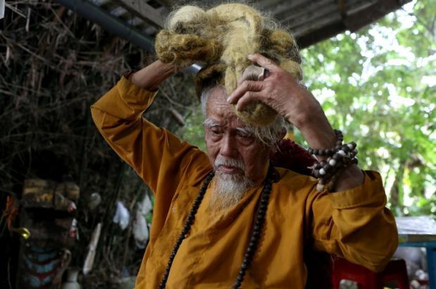 не стриг волосы 80 лет