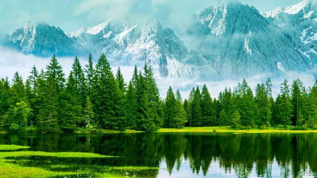 лес, горы и озеро