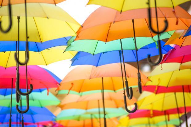 раскрытые разноцветные зонтики