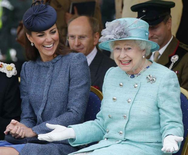 Кейт Миддлтон и королева Елизавета II