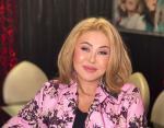 Любовь Успенская восхищает стройной фигурой: 10 фото 66-летней певицы
