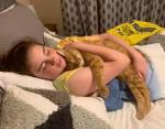 Усыновленная в 13-летнем возрасте кошка и ее 11-летняя хозяйка