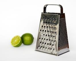 Как правильно пользоваться кухонной теркой: видеолайфхак из социальных сетей