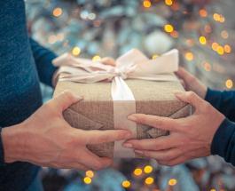 Как побаловать маму: подарки которые поднимут настроение дорогим женщинам