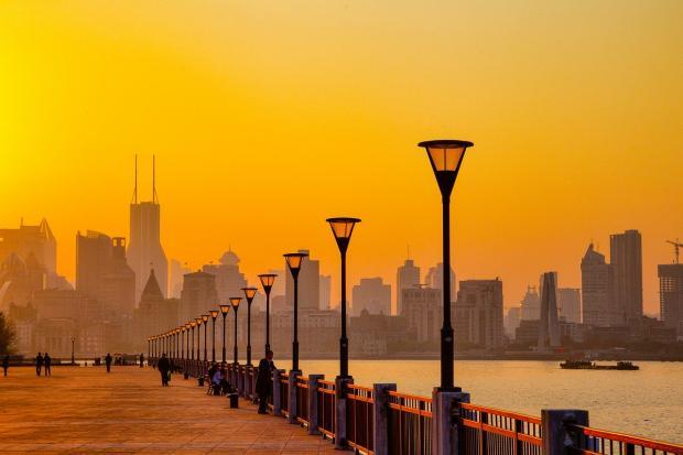 красивый закат в городе