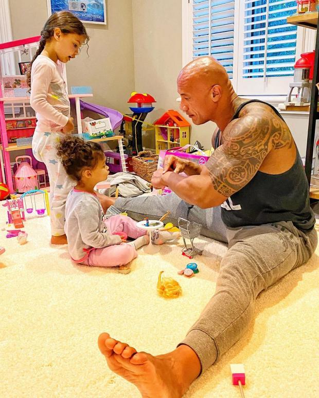 Дуэйн Джонсон с дочерьми