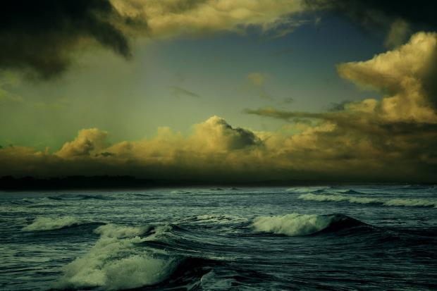 шторм в море