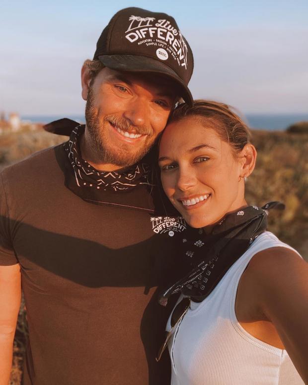 Келлан Латс с женой