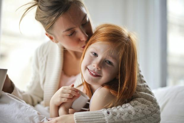 Мама с рыжеволосой дочкой
